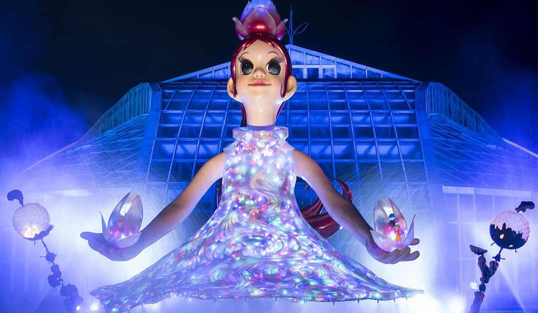アーティスト・ヤノベケンジ氏制作(衣装共作:増田セバスチャン)による、高さ約4mの少女像